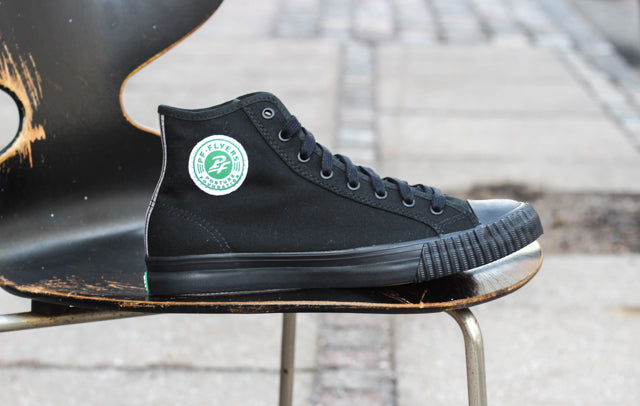 Ugen historie: PF Flyers Center Hi Black (Sandlot)