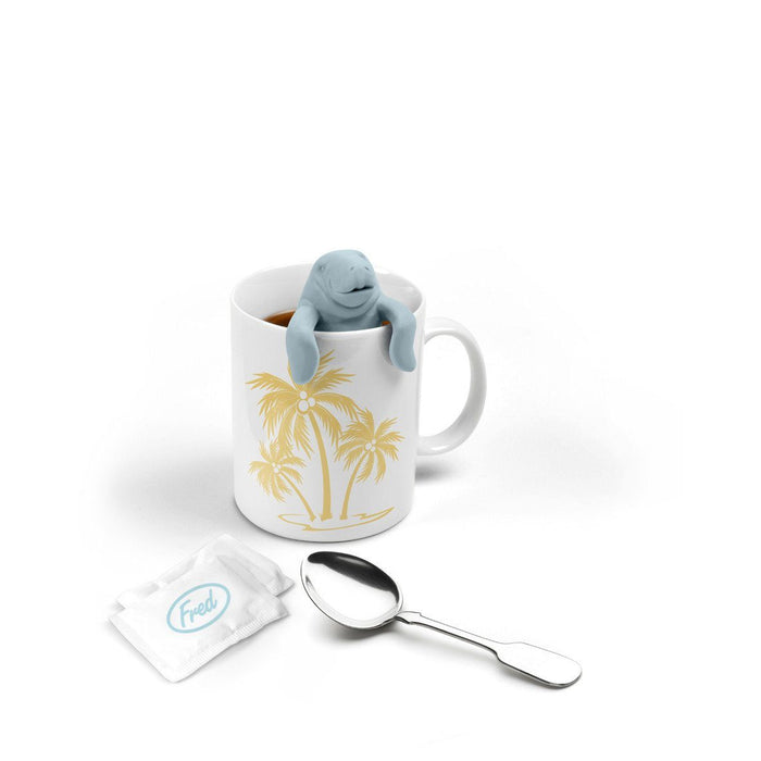 Tee-Ei in Form einer Seekuh auf weissem Hintergrund - Manatee shaped tea infuser in white background