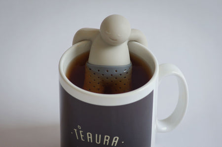 Tee-Aufgusskorb teegeschirr Herr Tee in einer Teaura Tasse Tee - Mr. TEA Infuser Teaware Fred & Friends in Teaura teacup