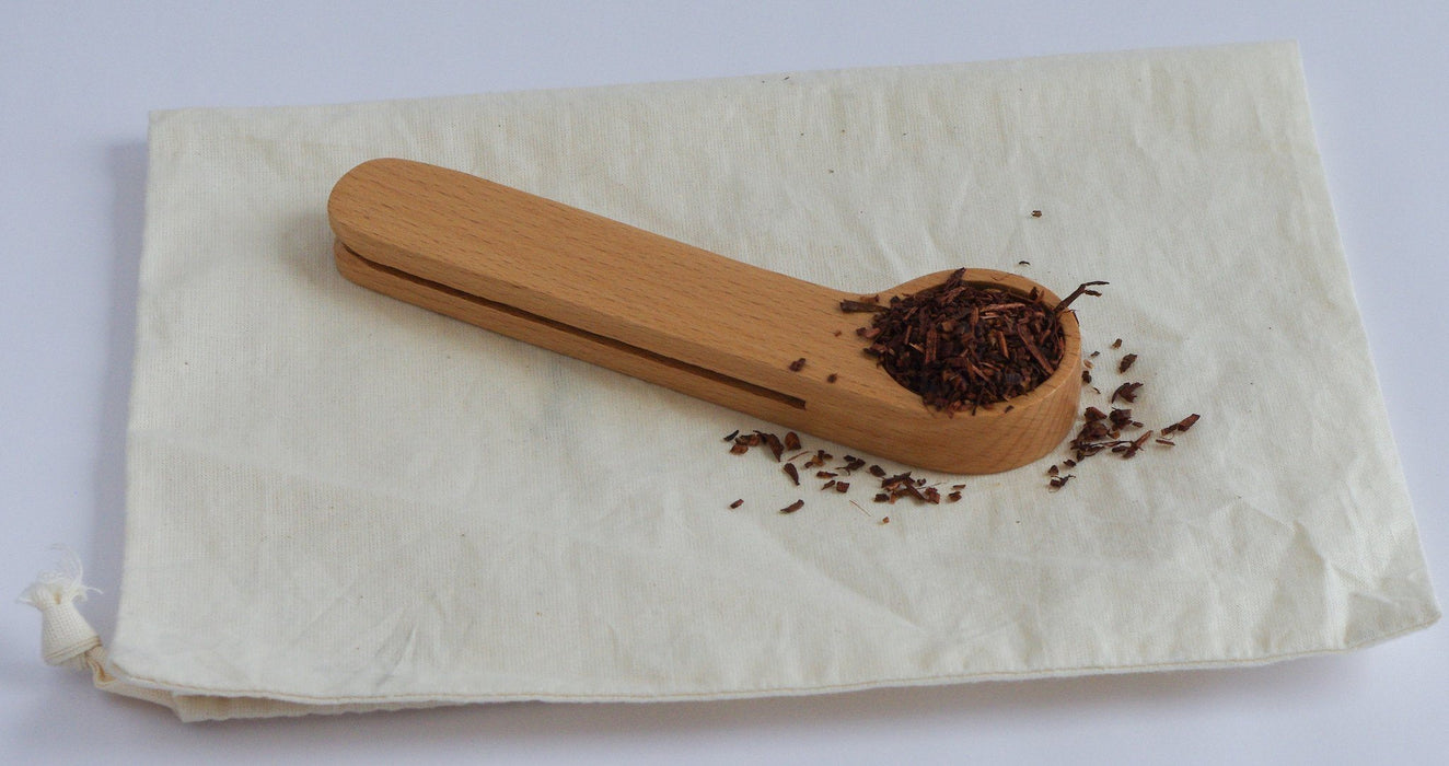 Holzteeschaufel auf Handtuh - Wood Tea Scoop and Clip Teaware Kikkerland