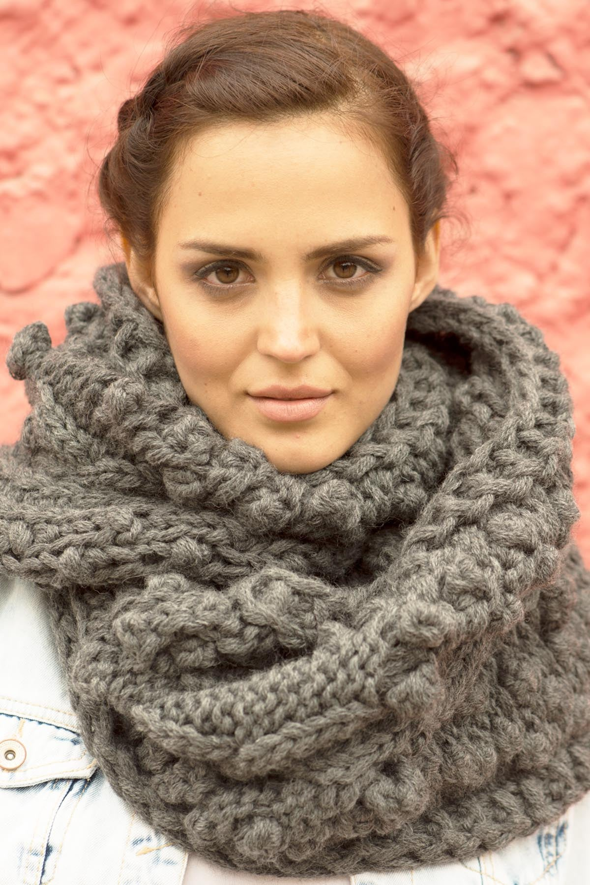 Charcoal Hand-Knit Oversize Trenza Cable Scarf
