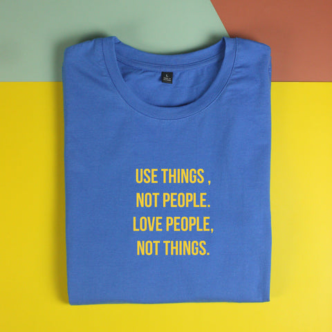 Áo thun cotton 100% in chữ Use things Not People . (nhiều màu)