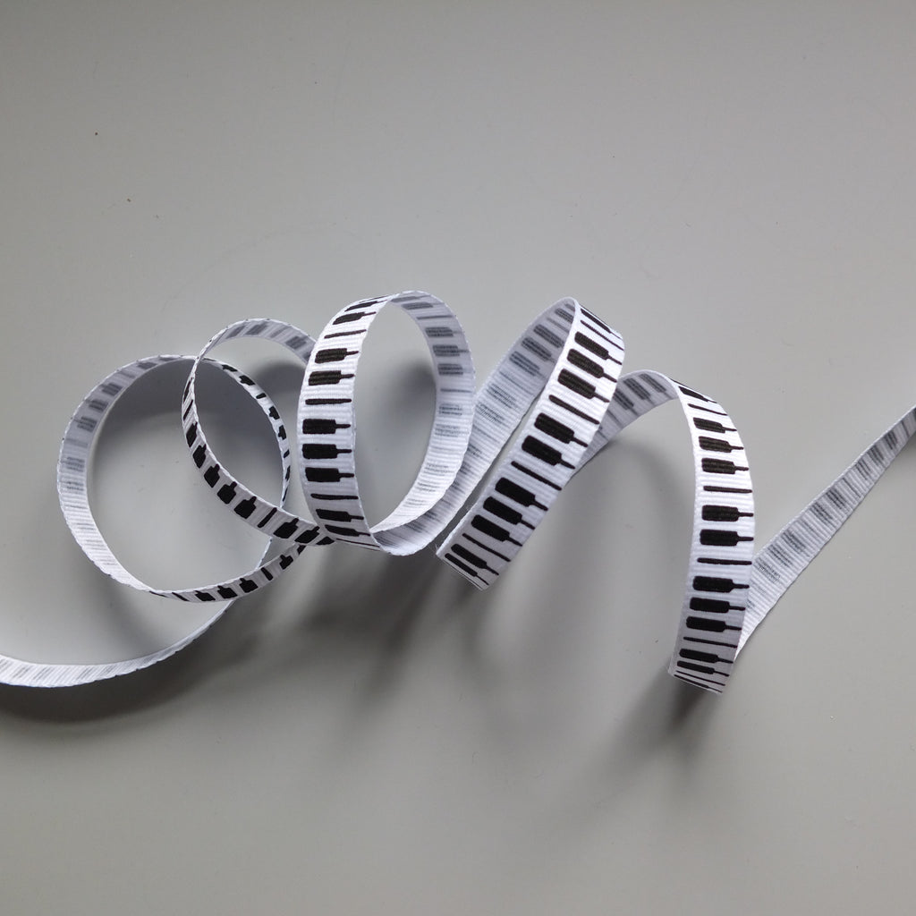 2 metres of Musical Ribbon - notes and piano keys