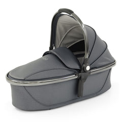 egg2 Luxury Bundle (Jurassic Grey) - showing the carrycot with its hood and apron