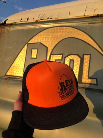 70's wave logo trucker