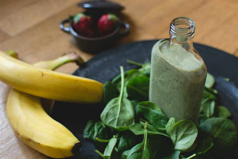 Green smoothie with spinach, bananas and strawberries