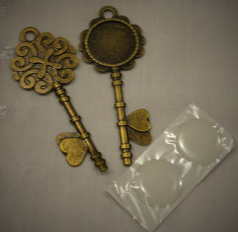 Ornate Metal Antique Brass Keys with Resin Circles 2/sets
