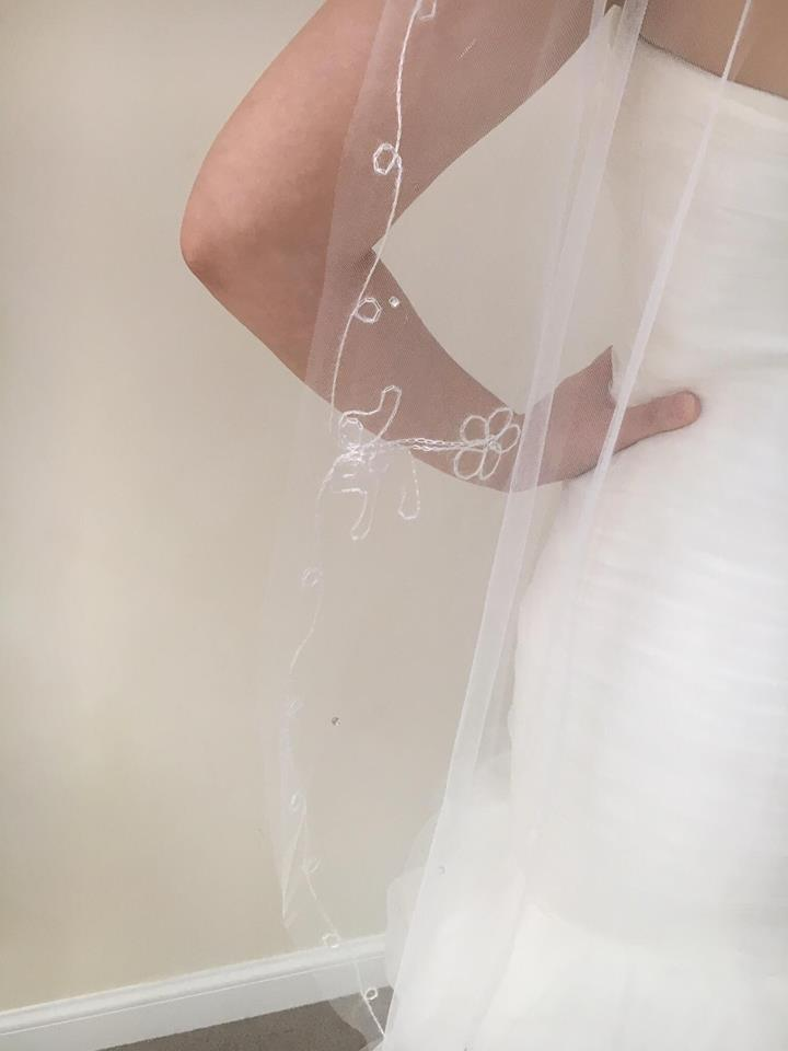 One Tier Thigh Length Veil With Flower/Lace Edge - That Special Day Bridal Warehouse