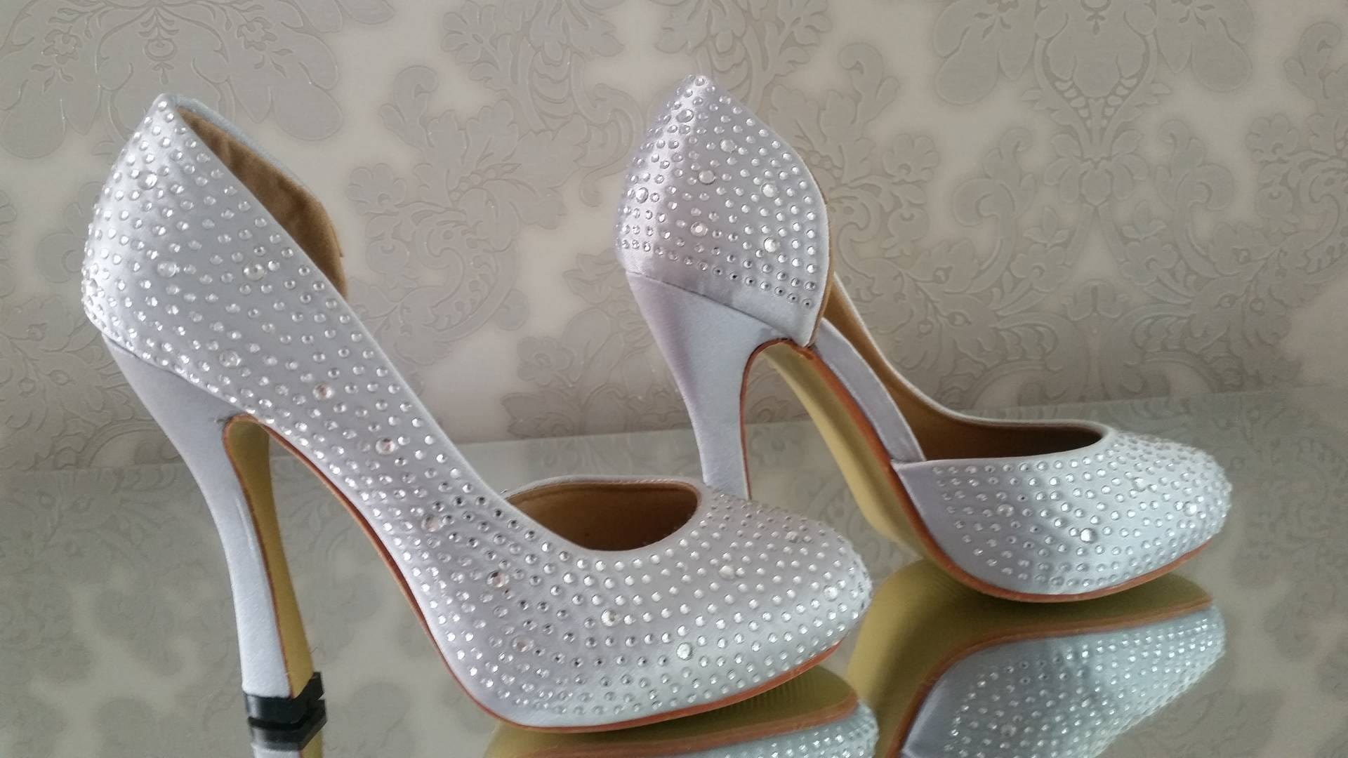 Desirée Crystal Round Toe Shoes