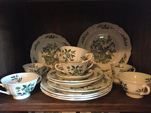 "Wedgewood 67 piece ""Green Leaf"" - Chestnut Lane Antiques & Interiors"