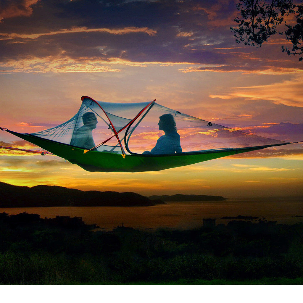 the couples u0027 hammock is designed for two large bodies  the bed is 8 feet in length and hangs between two 14 foot vertical supports  the only hammock buying guide you ever need to read   hammock town  rh   hammocktown