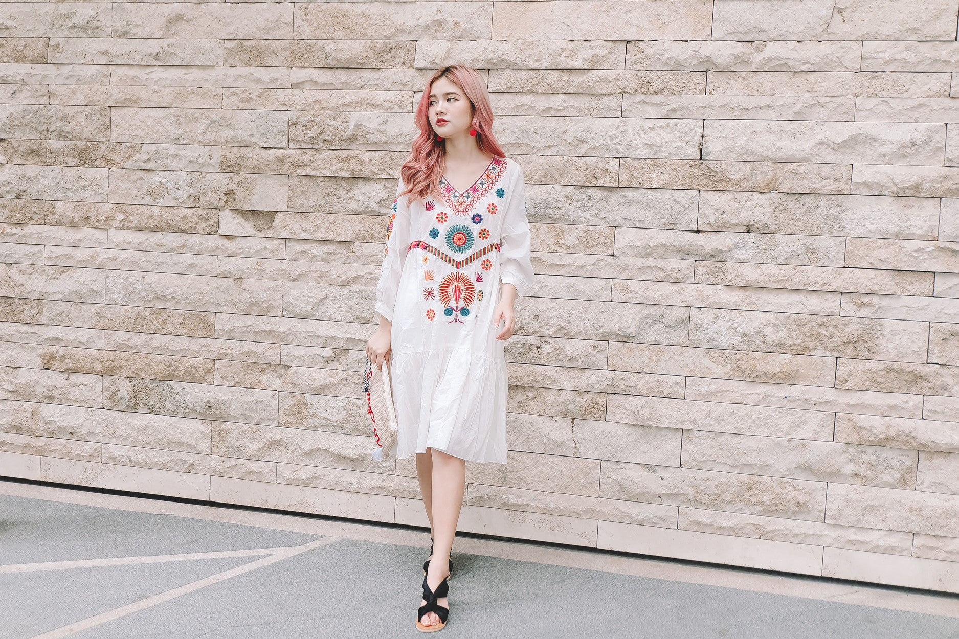 Embroidered Loose Dress in White