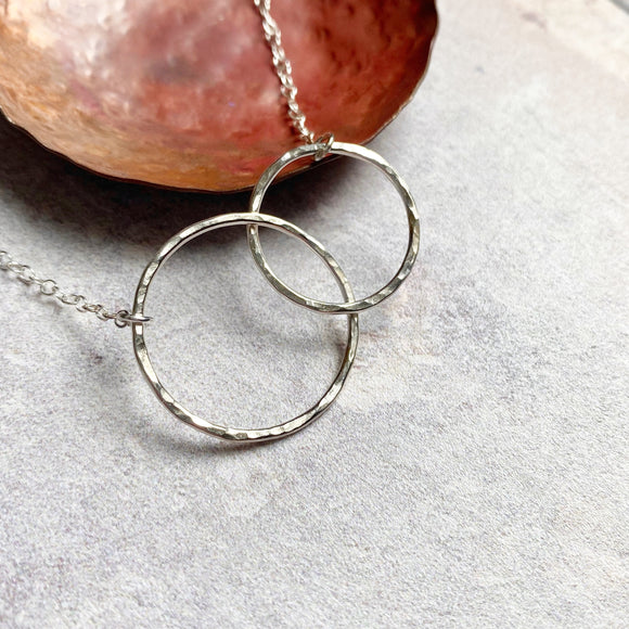 Double hammered circle necklace