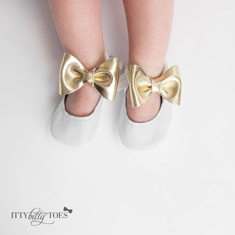 Itty Bitty Moccasins (White & Gold Bow) - Itty Bitty Toes  - 3
