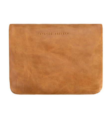 THE NORMA WALLET IN TAN. 3