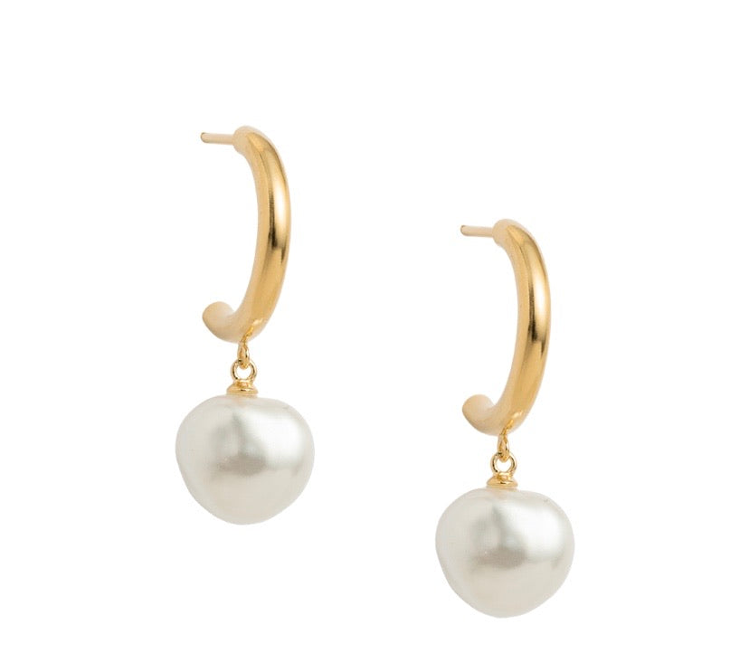 KIRSTIN ASH - PEARL DROP HOOPS (18K-GOLD-PLATED)