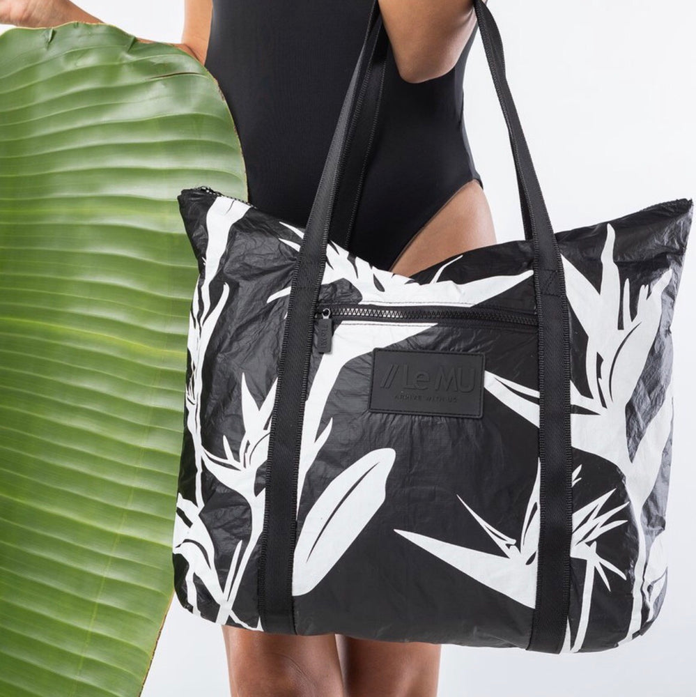 Le MU - Zipper Tote // White Birds Of Paradise