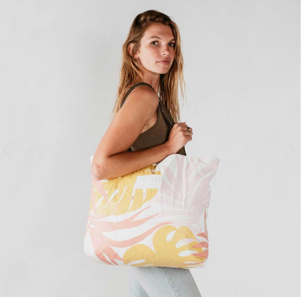 Load image into Gallery viewer, Le MU - Day Tripper Tote  // Starburst Tropics