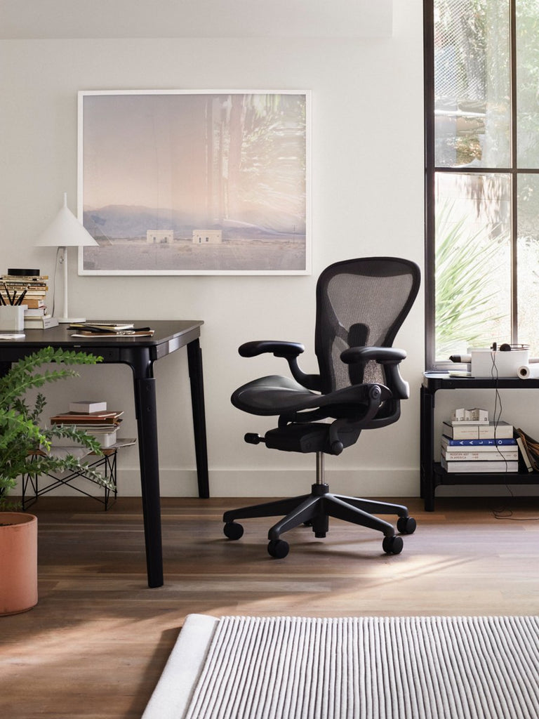 New Aeron Chair Carbon in Size B