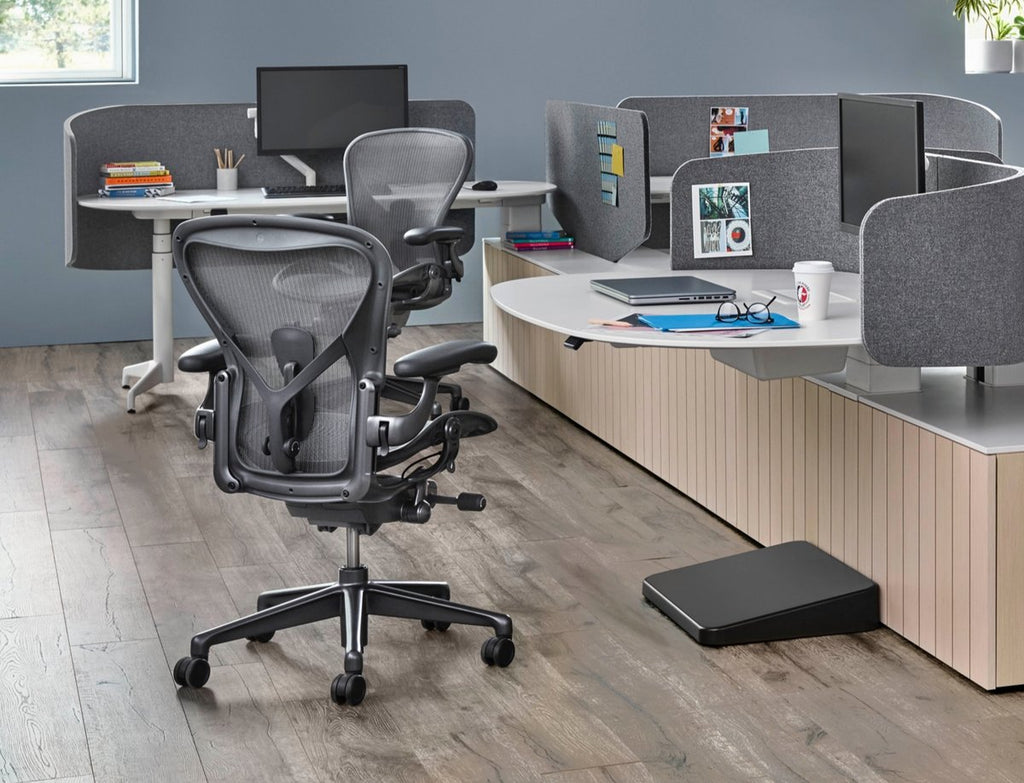 New Aeron Chair Mineral in Size B