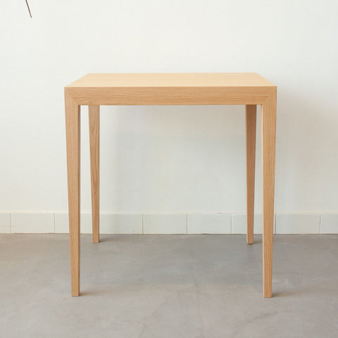 Uchi dining table