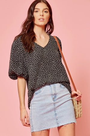Dot puff sleeve b/w top