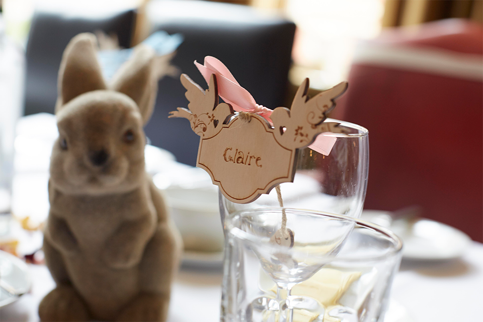 wooden-love-birds-wedding-place-settings