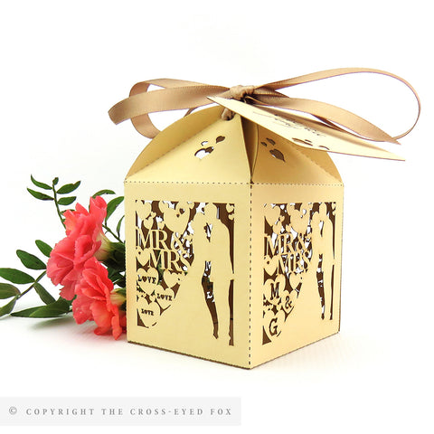 Kissing couple personalised favour boxes