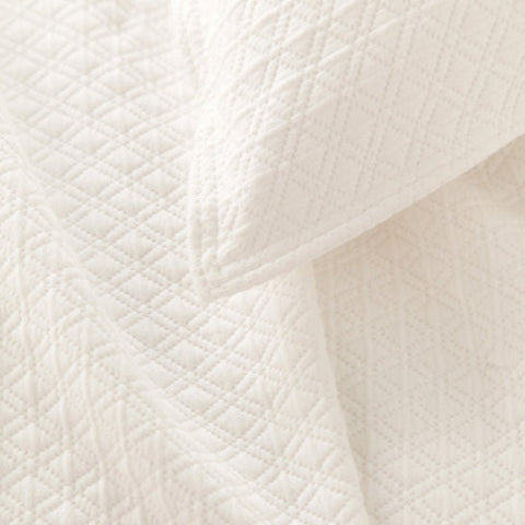 Pine Cone Hill Diamond Matelassé Coverlet in Ivory