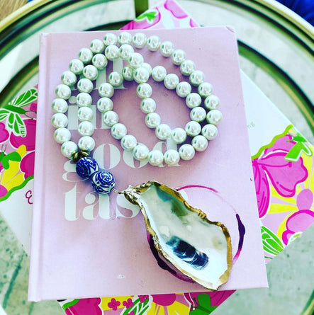 Pearl Necklace with Oyster Shell