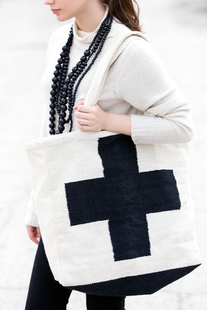 "Cross Dhurrie Tote In Black & White 18"" x 17"""