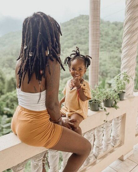 @pslovejoli - Courtney Jolivette is a Holistic Herbalist, Doula, and a mom of three, living her purpose everyday in her business Earth Mamá Naturals. She also practices meditation and sound healing with her children, to teach them to feel safety in their own environment.