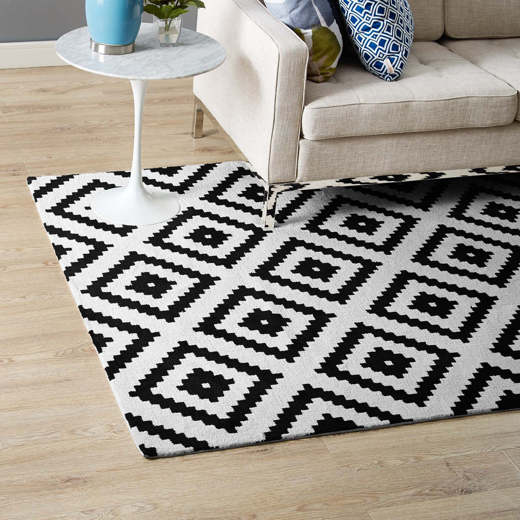 Alika Abstract Diamond Trellis 8x10 Area Rug - Black and White