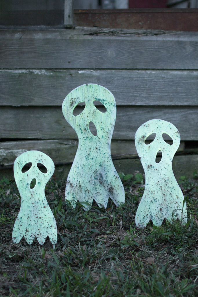 SET OF THREE METAL GHOST YARD ART - GLOW IN THE DARK