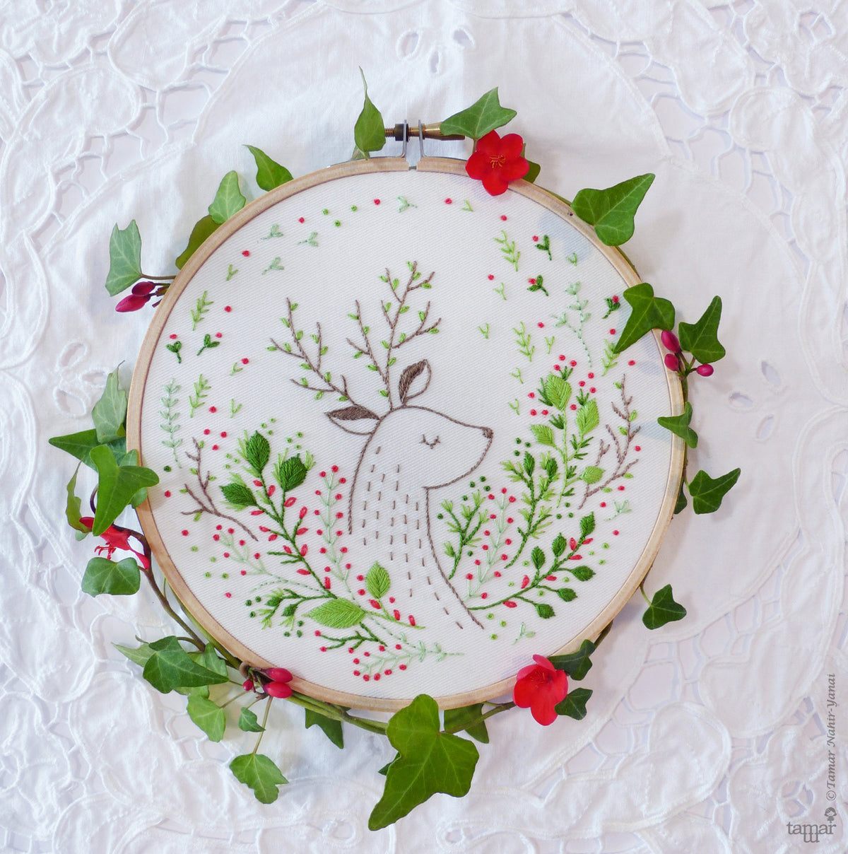 Tamar Nahir Embroidery Kit - Christmas Deer Embroidery Kit - Snuggly Monkey