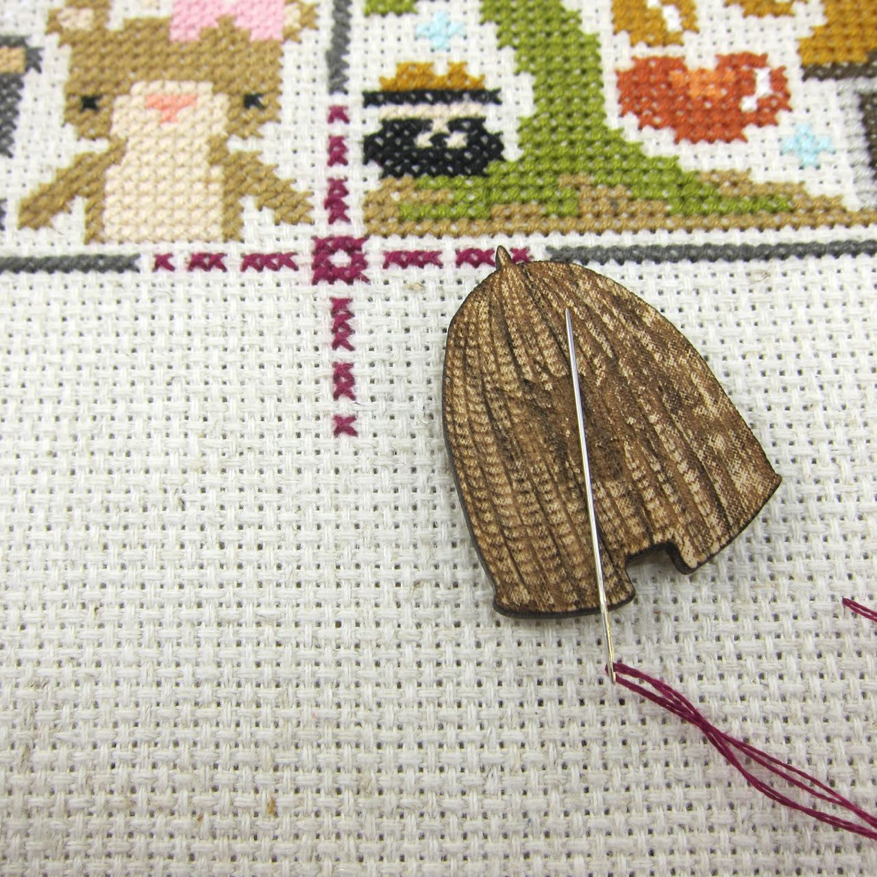 Beehive Wooden Needle Minder Needle Minder - Snuggly Monkey