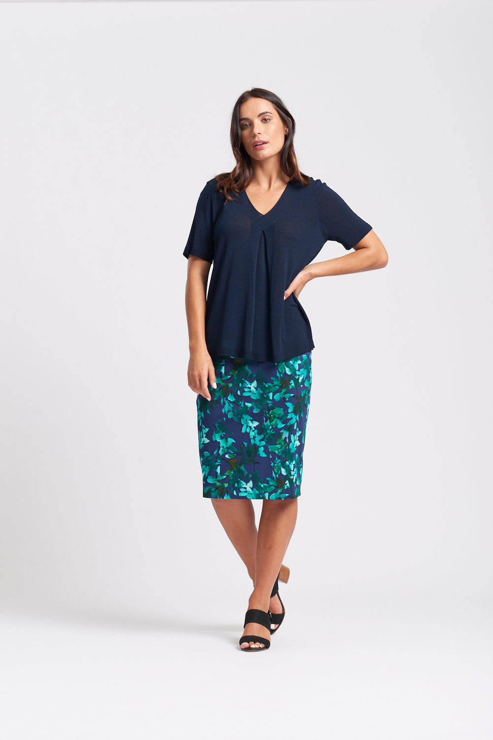 S/S V Neck Pleat Front Top - Navy