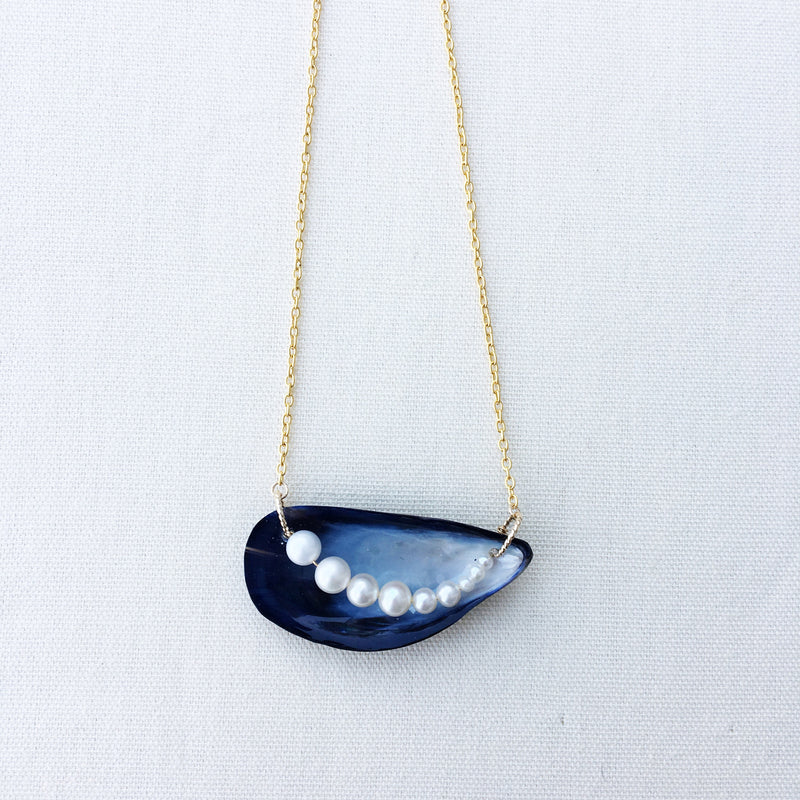 Mussel of Pearls Necklace