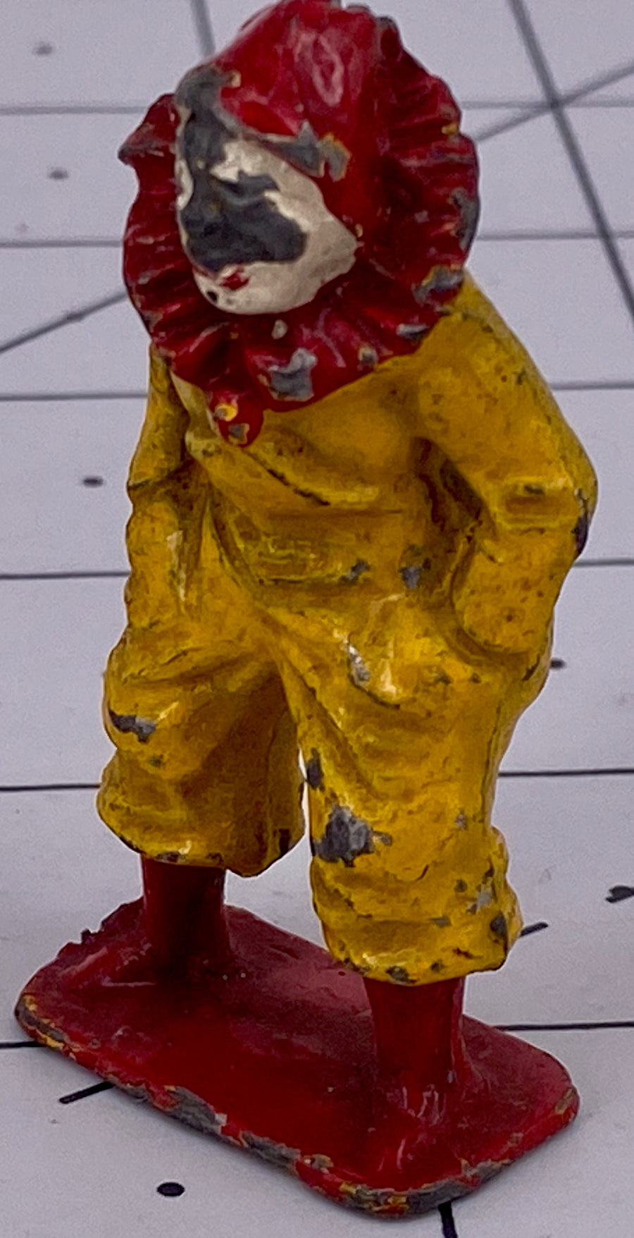 Charbens laughing clown, yellow/red