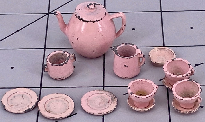 Dol Toi pink part tea set for three