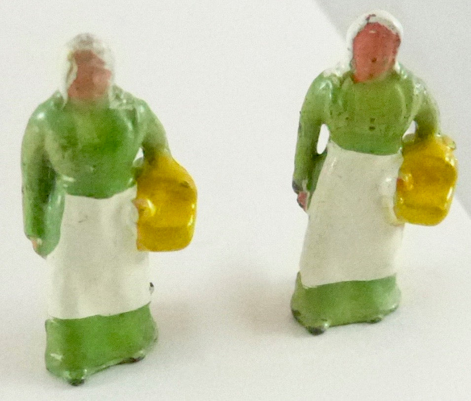 Britains Lilliput Series two farmer's wives with baskets
