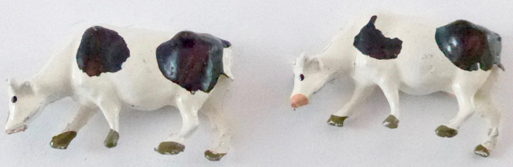 Britains Lilliput Series feeding cows, set of two