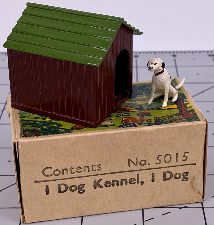 Britains Farm picture pack - dog kennel & sitting dog