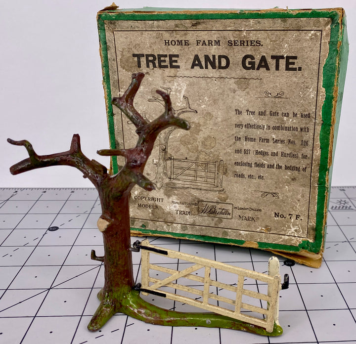 Britains Farm boxed tree and gate