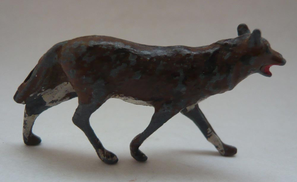 Britains trotting wolf