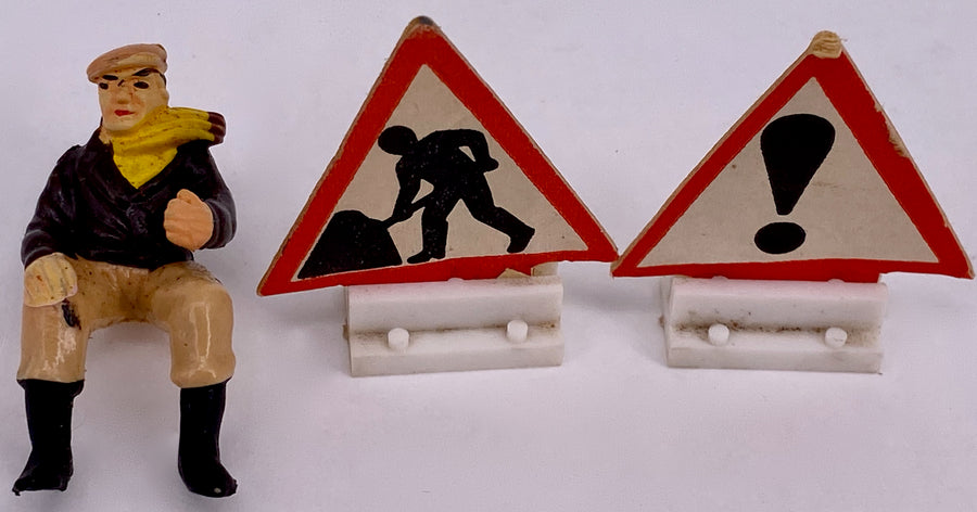Britains Ltd dump truck with 2 road signs