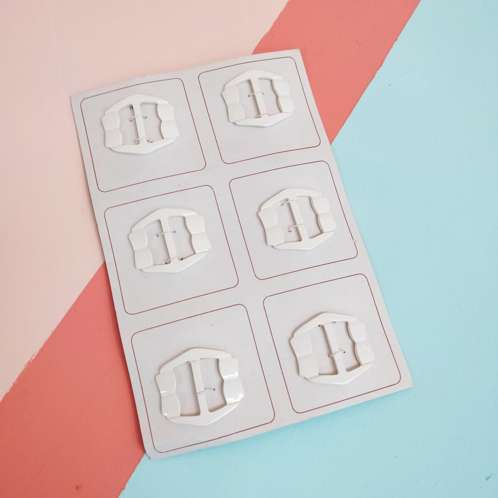 Vintage 1940/50s 'Ripple' Plastic Buckle - Card of 6
