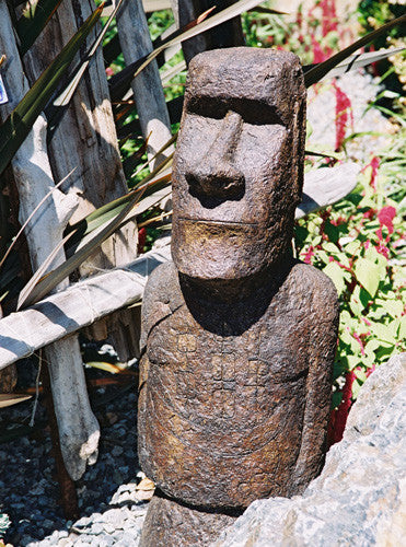 Akahanga (No Hat) in Ancient Stone