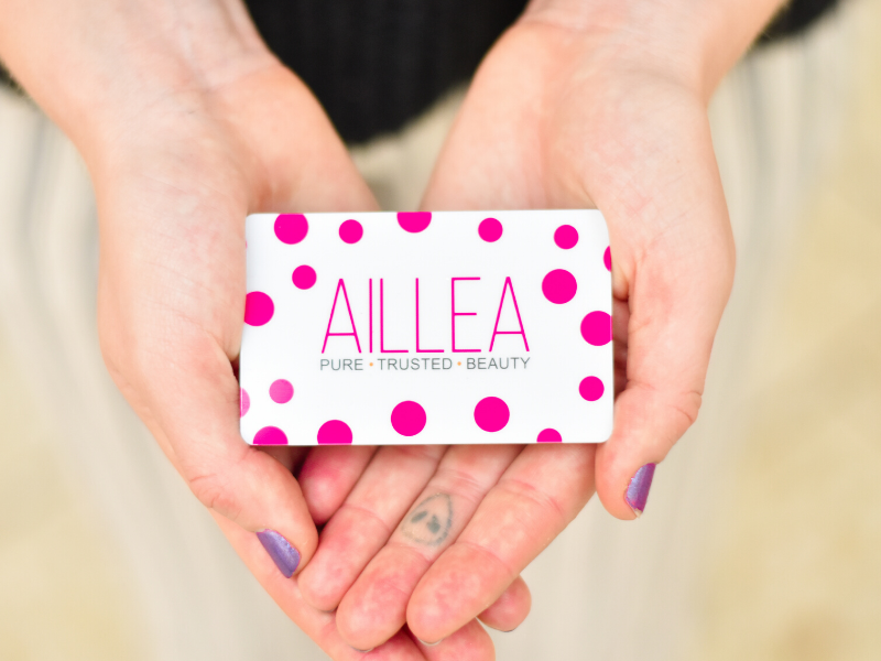 picture of hands holding gift card