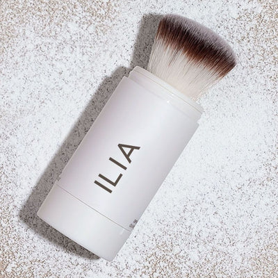 ILIA Radiant Translucent Powder SPF 20 Flow-Thru Brush Graphic Image - AILLEA